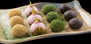 職人自慢の日本の四季折々の旬な和菓子をご用意しております